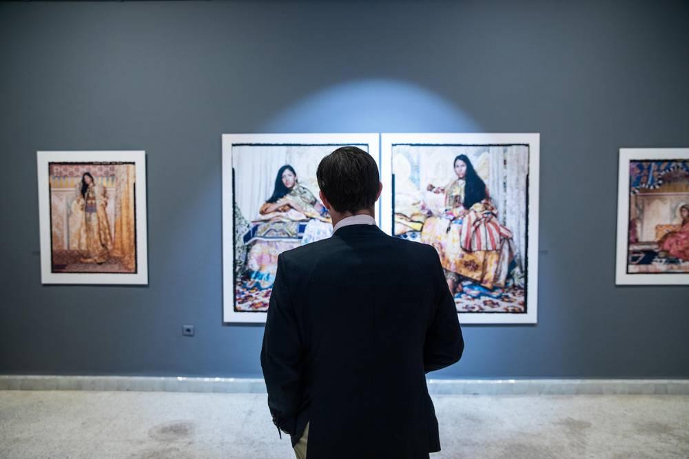 Galerie Tindouf showing Lalla Essaydi. ©  Adnane Zemmama
