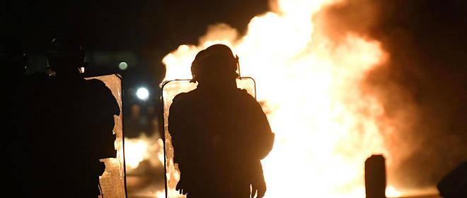 Les jeunes de la cité considèrent que les policiers sont responsables de la mortd'Adam Soli et de Fatih Karakuss.