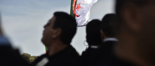 Un millier d'avocats du barreau d'Alger se sont rassemblés jeudi devant le siège du Conseil constitutionnel qui étudie, depuis le 4 mars, les dossiers de candidatures à la présidentielle, en réclamant qu'il invalide celle du chef de l'État.