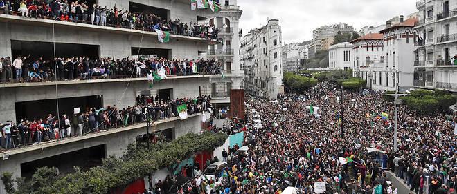 Des manifestantations importantes ont aussi lieu à Oran et Constantine.