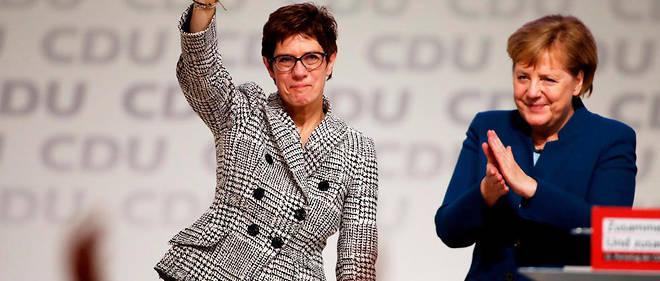 Rien n'indique cependant qu'Angela Merkel et Annegret Kramp-Karrenbauer ont fomenté entre elles une stratégie de passation des pouvoirs.