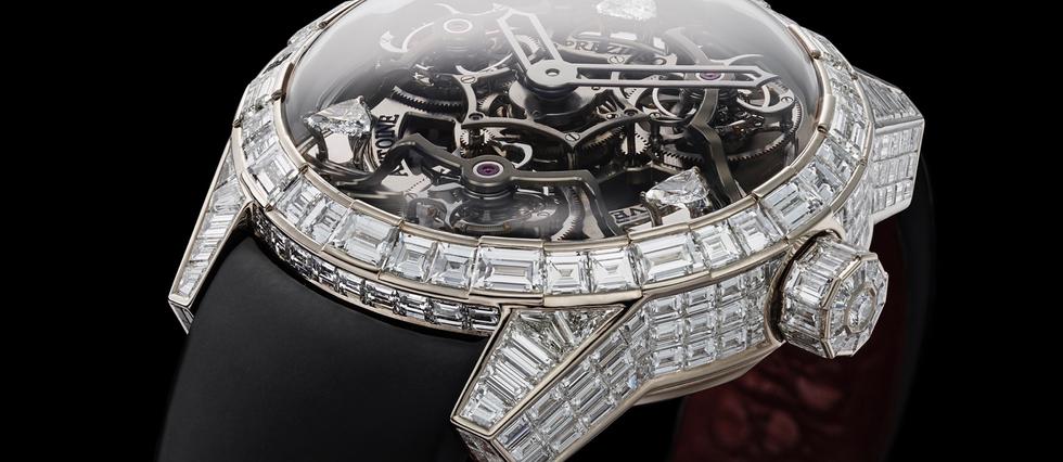 <p>Une pièce d'extrême horlogerie unique, entièrement sertie de diamants.</p>