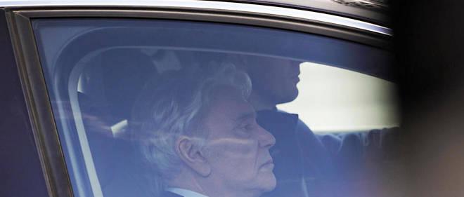Fatigué en fin de séance, Bernard Tapie a fait appel à son fidèle avocat, Maurice Lantourne, renvoyé à ses côtés au procès, pour préciser chiffres et dates.