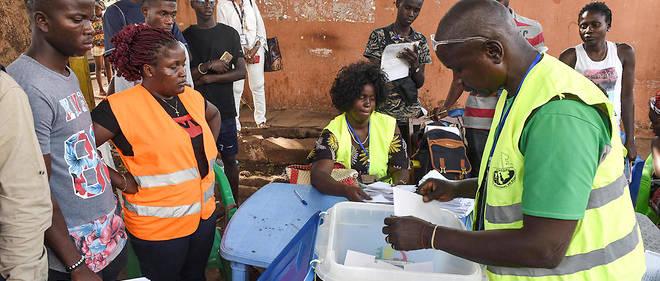 Des votants en Guinée Bissau, le 10 mars 2019.