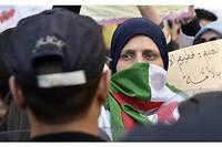 Toute la semaine face à la presse, le nouveau Premier ministre Noureddine Bedoui et son vice-Premier ministre Ramtane Lamamra ont tenté de promouvoir les décisions du chef de l'État, qui n'ont pas calmé la colère.