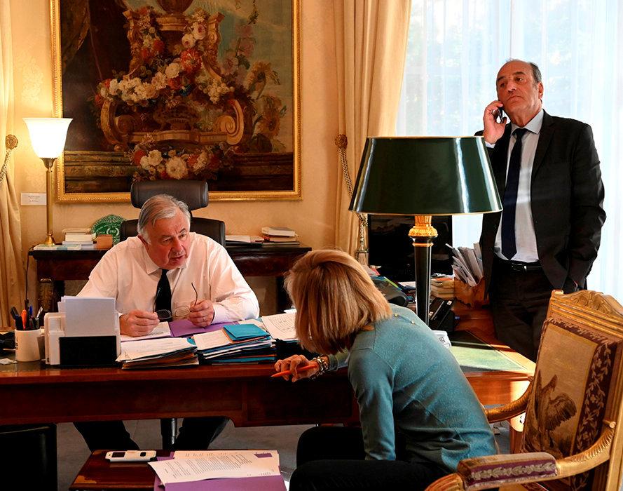 Bosseur. Au travail avec ses conseillers Patrick Dray (communication, stratégie politique) et et Nathalie Bahier (presse, communication), le 27février.