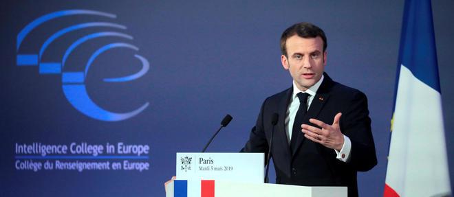 Emmanuel Macron devant le collège du renseignement en Europe.