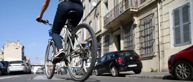 Le texte crée un forfait « mobilités durables » d'un montant maximum de 400 euros par an, pour que les employeurs qui le souhaitent puissent encourager les déplacements domicile-travail à vélo ou en covoiturage.