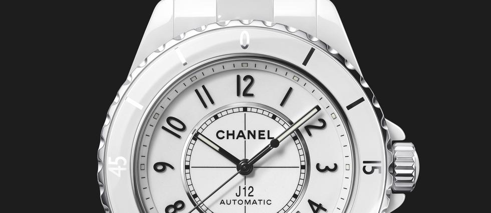 <p>Pour ses vingt ans, la Chanel J12 s'offre un élégant lifting.</p>