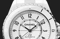 Pour ses vingt ans, la Chanel J12 s'offre un élégant lifting.