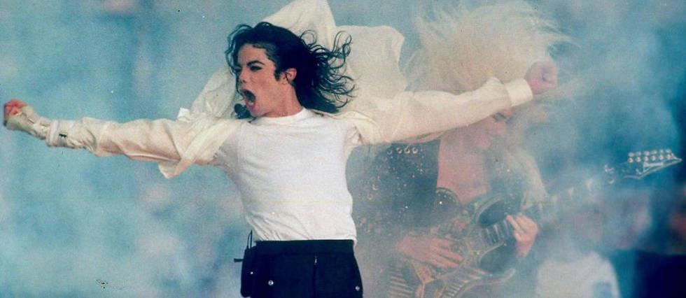 <p>Michael Jackson, le 31 janvier 1993, lors d'une intervention au Super Bowl en Californie.</p>