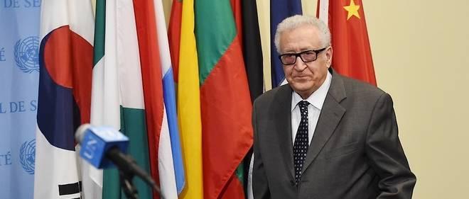 Ancien ministre des Affaires étrangères, le nom de Lakhdar Brahimi, 85 ans, envoyé spécial de l'ONU sur le conflit syrien jusqu'en 2014, était sur toutes les lèvres pour présider la conférence chargée de faire des propositions sur l'avenir politique de l'Algérie.