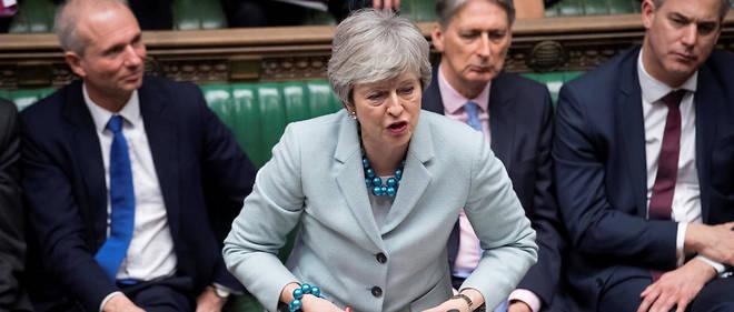 Ce vote intervient alors que Theresa May cherche des soutiens pour faire voter son accord de divorce négocié avec Bruxelles.