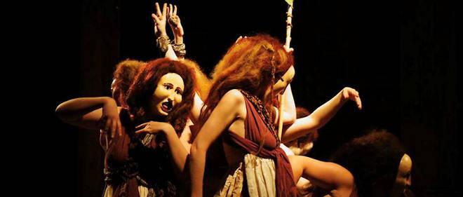 """En 2013, la compagnie Démodocos avait joué """"Les Bacchantes"""" d'Euripide. Les comédiennes portaient, là aussi, des masques """"légèrement halés, car les personnages sont censés venir de Libye"""", confie Philippe Brunet."""