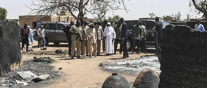 Devant des habitants toujours hantés par les atrocités, le président malien Ibrahim Boubacar Keïta a promis la sécurité et la justice.