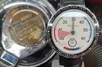 La plus étonnante des montres de plongée, signée Reservoir, avec une seule aiguille.