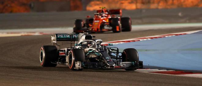 Au Grand Prix de Bahreïn 2019, Hamilton a profité des défaillances des rouges pour remporter la victoire.