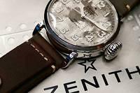 Une montre de pilote en argent en édition limitée.