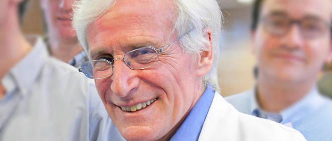 Alain Cribier est l'ancien chef du service de cardiologie du CHU de Rouen et travaille désormais au Medical Training Center de Rouen, un lieu où l'on enseigne la médecine par simulation.