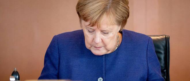Angela Merkel va devoir se séparer des deux toiles d'Emil Nolde, son peintre préféré, accrochées au-dessus du canapé dans son bureau.