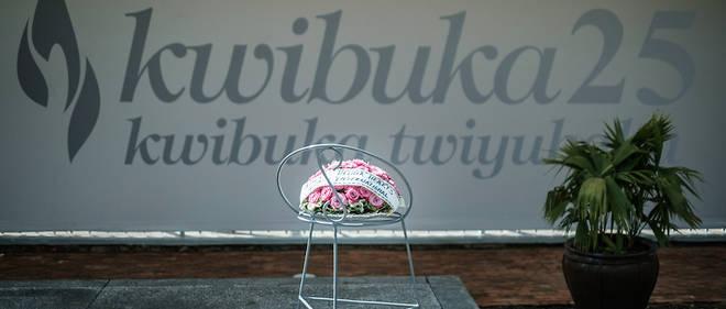 Au Mémorial du génocide, un bouquet pour marquer le 25e anniversaire de ce drame qui a marqué la fin du siècle dernier.