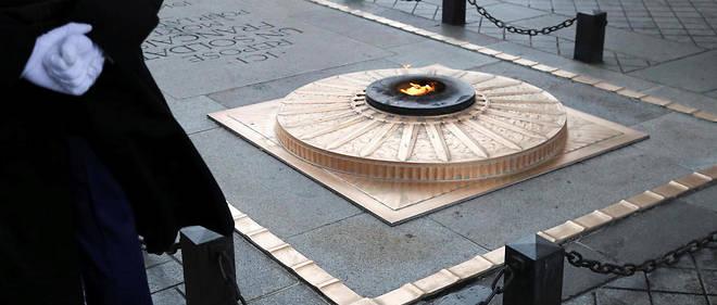 La tombe du soldat inconnu est installée sous l'Arc de triomphe depuis 1920.