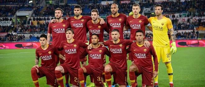 Les joueurs de l'AS Rome avant un match contre la Fiorentina. Le Qatar est déjà présent au club via Qatar Airways, sponsor maillot pour environ 40 millions d'euros jusqu'à la saison 2020-2021.