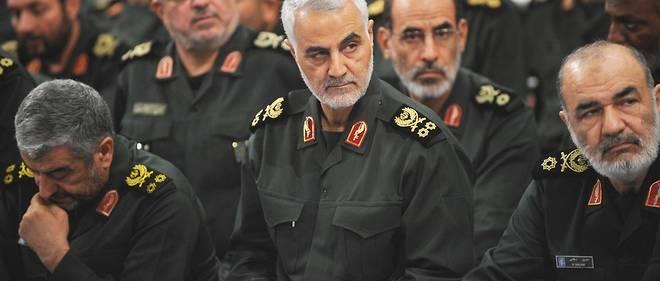 Plusieurs membres importants des Gardiens de la révolution, dont le commandant Qassem Soleimani (au centre), chef de la force al-Qods (étrangère) des pasdarans, en septembre 2016 à Téhéran.