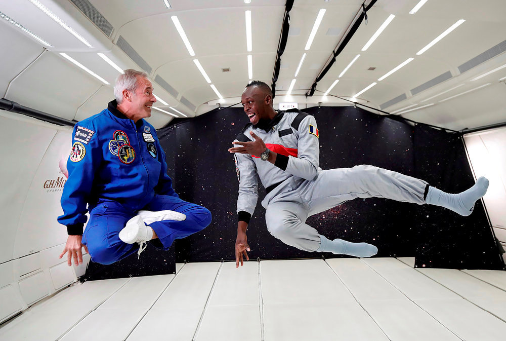Entraînement. Le sprinteur Usain Bolt (à dr.) et l'astronaute français Jean-François Clervoy en apesanteur dans un vol zéro G au-dessus de Reims, le 12septembre 2018.