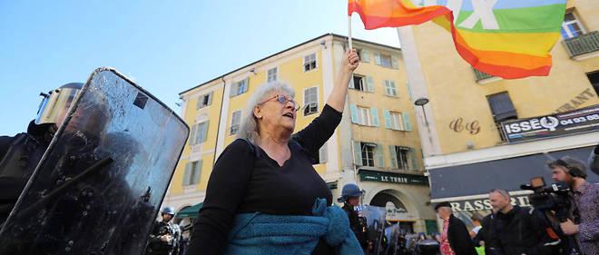 Geneviève Legay, militante d'Attac âgée de 73 ans, a eu plusieurs côtes cassées et des fractures au crâne, lors d'une charge de policiers pour disperser une manifestation interdite de Gilets jaunes à Nice le 23 mars.