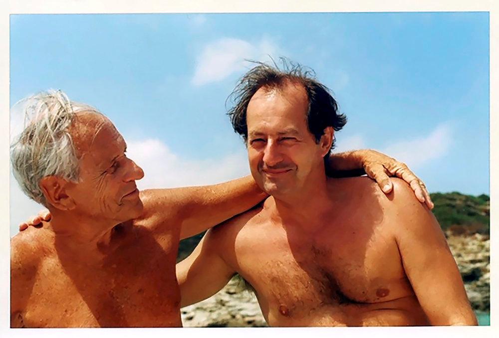 Affinités électives. Jean-Marie Rouart en vacances chez Jean d'Ormesson à Fornali, en Corse, en 2003: chaque été, cette amitié solaire s'épanouissait entre baignades, écriture et conversations complices.