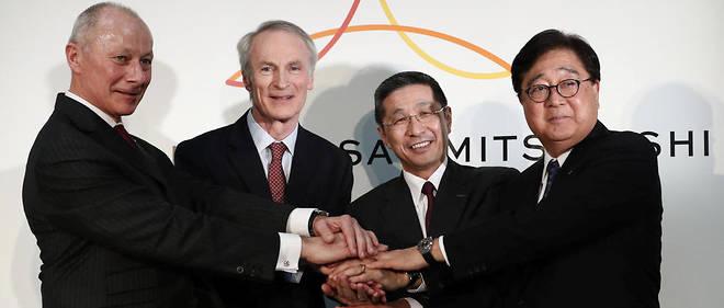 «Les questions de participations croisées ont trop occupé les esprits et ne reflètent pas la réalité de la situation», a dit le patron de Renault,Jean-Dominique Senard (2e à gauche) en présence de Thierry Bolloré, Hiroto Saikawa (Nissan) et Osamu Masuko (Mitsubishi)