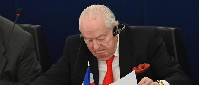 «Un phénomène migratoire géant» dû à la croissance démographique «menace de submerger le continent boréal dont fait partie l'Europe, qui est, elle, en déficit démographique» selon Jean-Marie Le Pen.