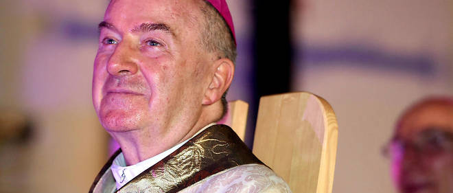 Monseigneur Ventura, nonce apostolique, est le représentatn du pape en France.
