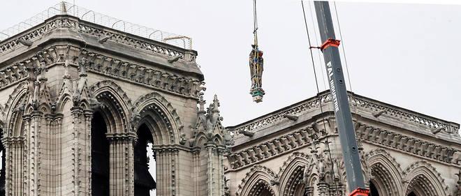 Les travaux ont débuté à Notre-Dame de Paris.