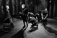 Geneviève Casile, Jean-François Rémi et François Beaulieu dans une représentation de la pièce de théâtre «Hernani» de Victor Hugo.