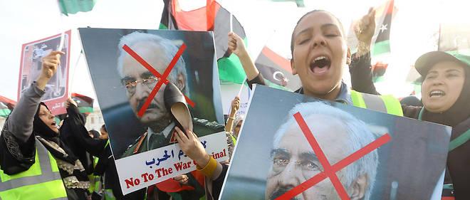 Haftar, qui se veut le fer de lance de la lutte contre le terrorisme, a lancé les hostilités une semaine après avoir été reçu par le roi Salmane d'Arabie saoudite.