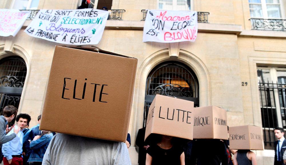 Censeurs. Devant la faculté parisienne, le 18avril 2018. Les élèves, par solidarité avec les étudiants opposés à la loi ORE – qui modifie les modalités d'accès à l'université –, se sont mobilisés par dizaines pour occuper le siège de Sciences po, rue Saint-Guillaume.