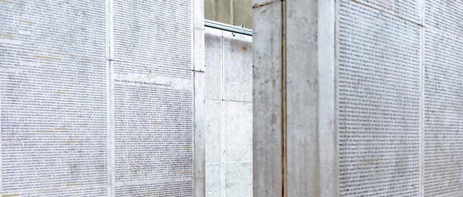 Ce mur, composé de trois pans en pierre de Jérusalem, comporte les noms et années de naissance de près de 76 000 Juifs, déportés depuis mars 1942 jusqu'à mi-août 1944.
