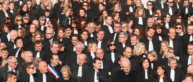 Près d'un millier d'avocats se sont réunis sur les marches du palais de Justice Monthyon a Marseille le 6 décembre 2012.