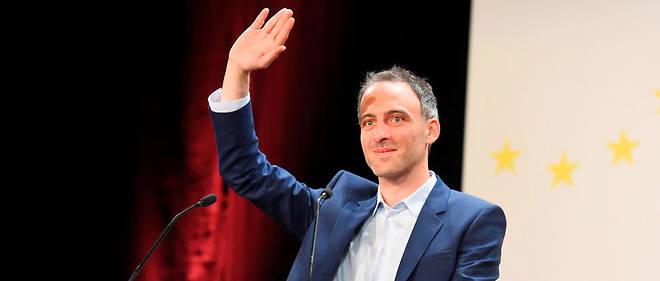 Raphaël Glucksmann, en meeting jeudi à Bordeaux, ne décolle pas dans les sondages.