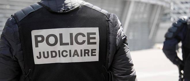 Les suspects auraient effectué des repérages aux abords de l'Élysée et d'un commissariat de banlieue parisienne.