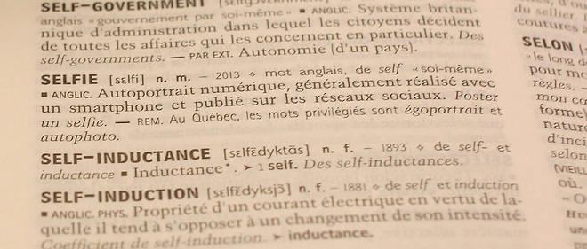 150 nouveaux mots font leur entrée dans le Larousse 2020. Photographie d'une page de dictionnaire. ©PHOTOPQR/SUD OUEST / Photo Cottereau Fabien (MaxPPP TagID: maxstockworld327395.jpg) [Photo via MaxPPP]