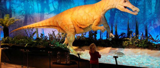 Le tyrannosaure est connu pour être gigantesque et tout détruire sur son passage.
