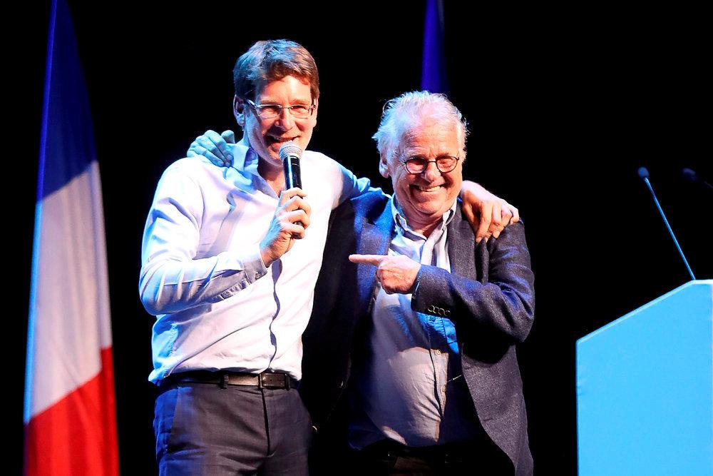 Complices. Pascal Canfin, flanqué de son mentor, Daniel Cohn-Bendit, fait le show sur la scène du théatre Bobino, à Paris, le 6mai.