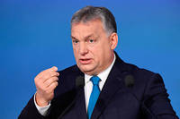 Viktor Orbán s'éloigne chaque jour un peu plus de la famille des chrétiens-démocrates (PPE) auquel son parti, le Fidesz, appartient.