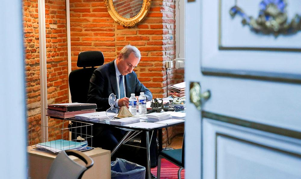 Cathare. Le maire (LR) de Toulouse, et président de la Métropole, dans son bureau du Capitole, le 18avril.