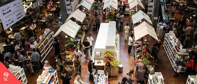 La mode, dans le monde occidental, est aux circuits courts dans la consommation de nourriture. À l'inverse, les supermarchés sont vus comme des temples du gâchis, nuisibles pour l'environnement et peu respectueux des producteurs..