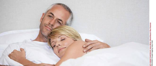 Couple japonais ayant des rapports sexuels