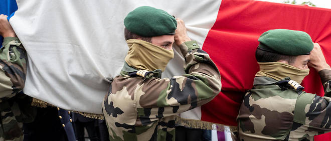 Des membres du commando Hubert ont porté le cercueil de leur compagnon Alain Bertoncello.